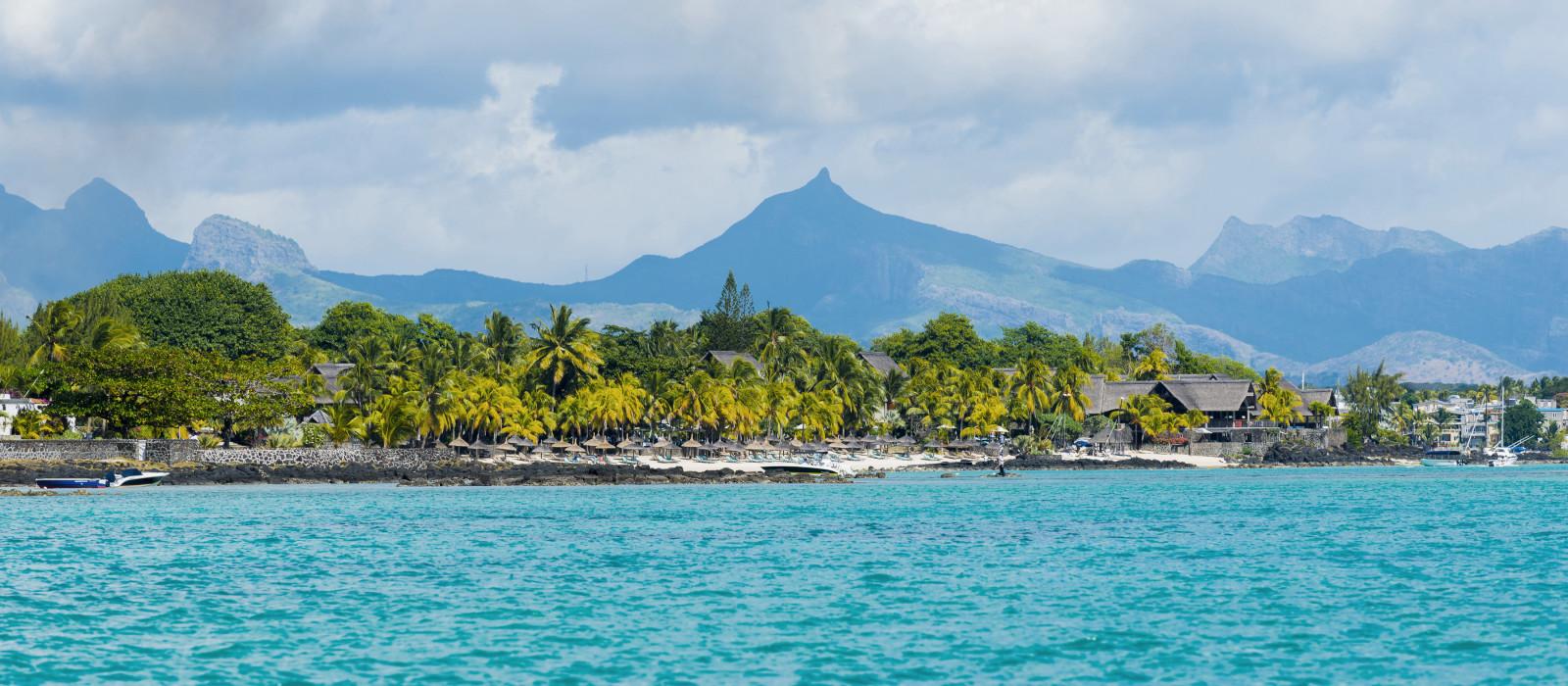 Tropische Wasser- und Badeort auf der Insel Mauritius