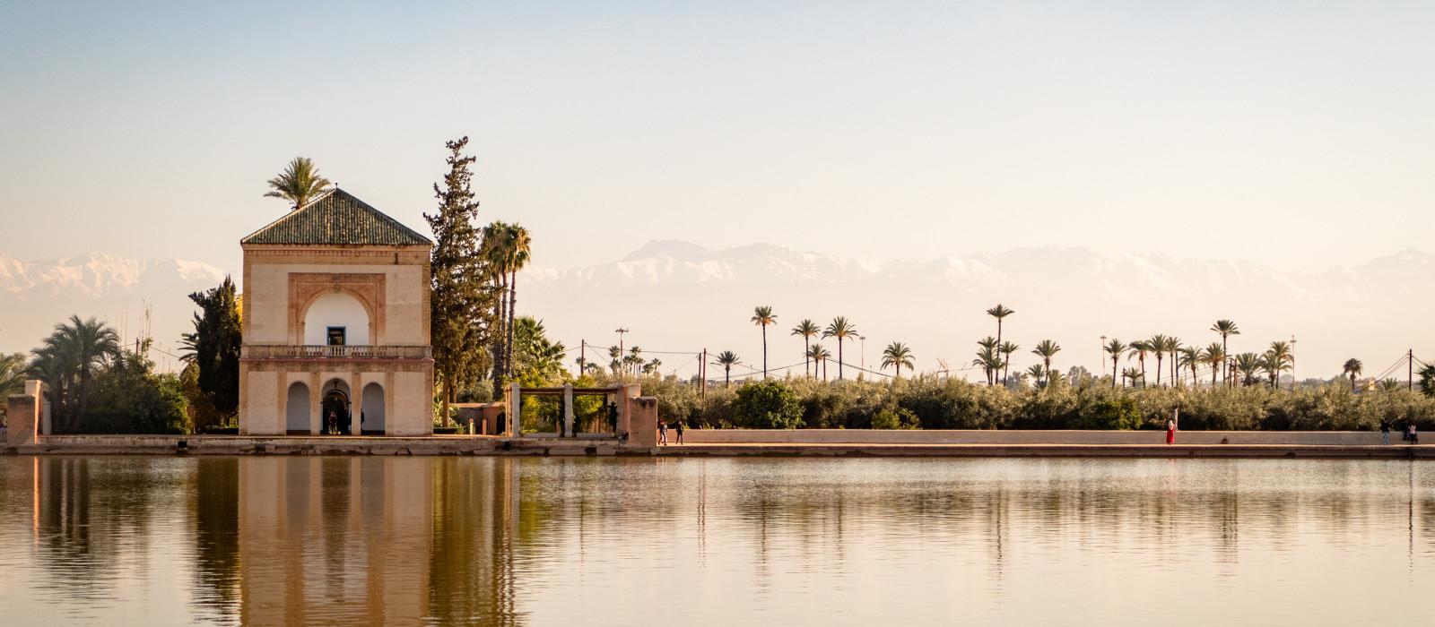 Die Menara-Gärten sind botanische Gärten im Westen von Marrakesch, Marokko, in der Nähe des Atlasgebirges