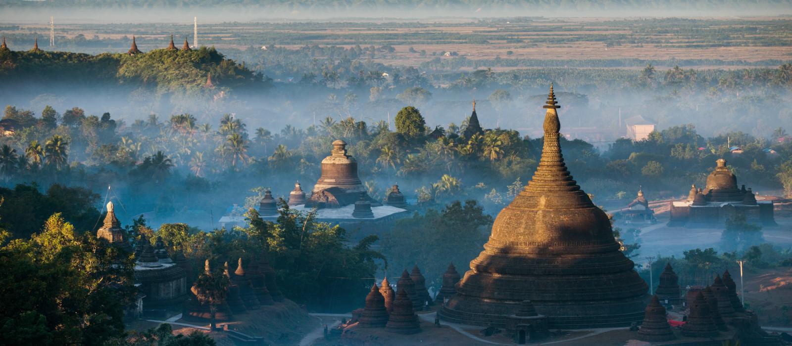 Morgens bei Ratanabon Paya in Mrauk-U, Myanmar, Asien.