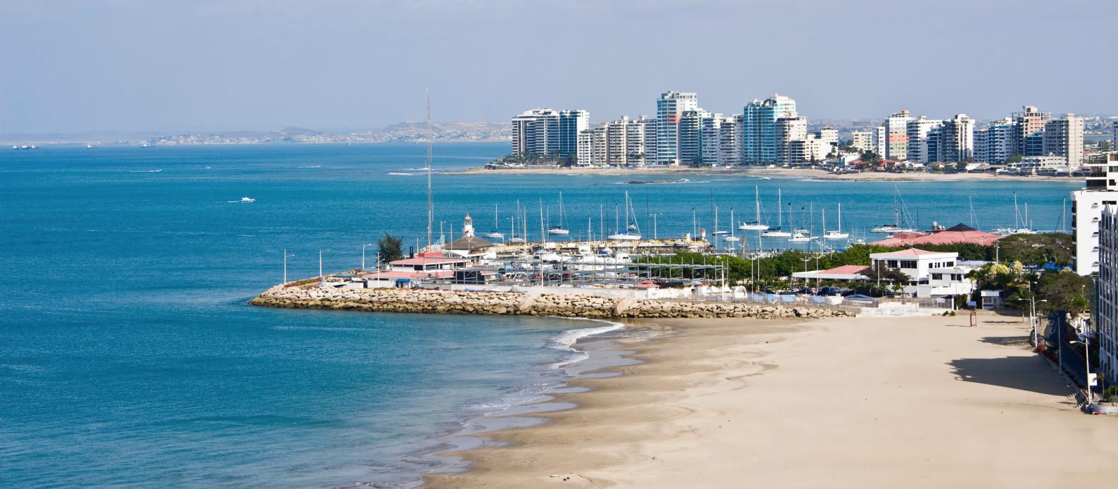 Salinas Strand mit Apartmenthäusern und Yachtclub, Ecuador, Südamerika