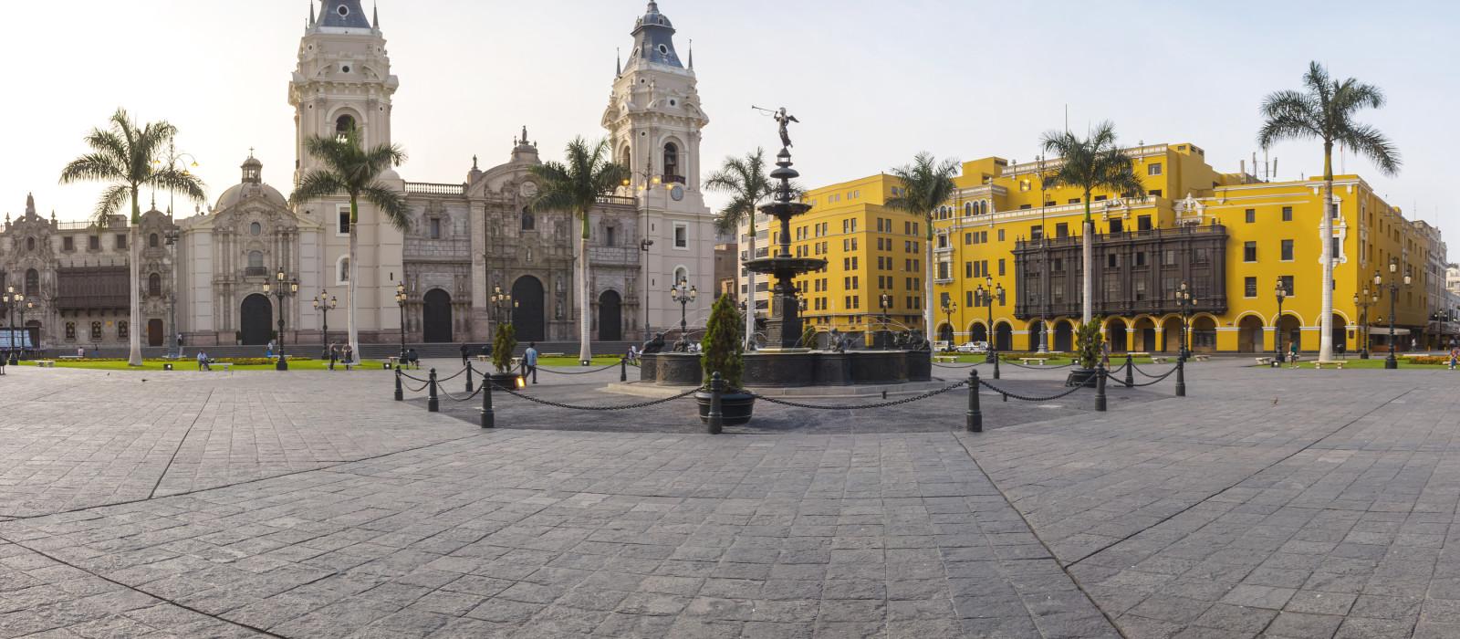 Panoramablick auf den Limas Hauptplatz und die Kathedrale von Lima, Peru, Südamerika