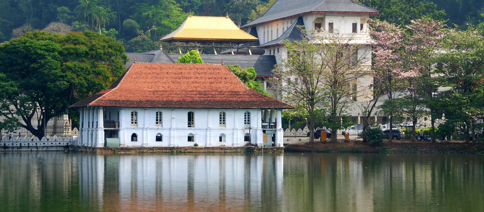 One of the most famous landmarks on Sri Lanka, Temple of the Tooth (Dalada Maligava), Asia