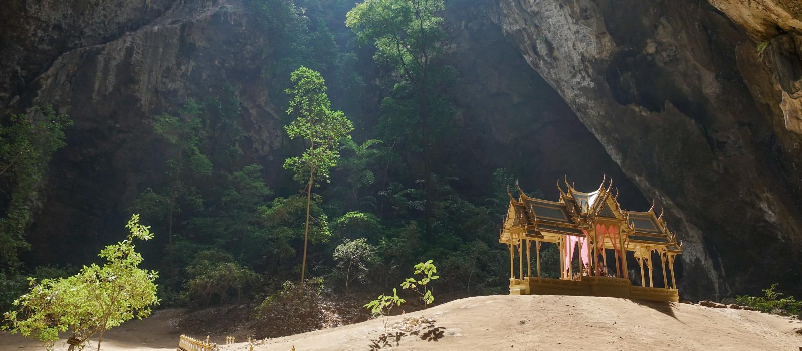 Pavillon in der Phraya Nakorn Höhle nahe Hua Hin, Thailand
