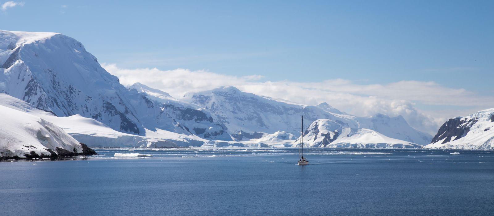Antarctica travel guide - Ship sails through the neumayer channel, Antarctic