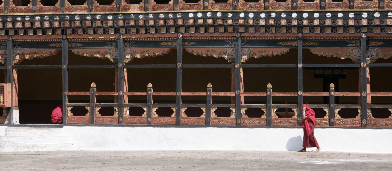 Mönche beim Spazierengehen, Bhutan