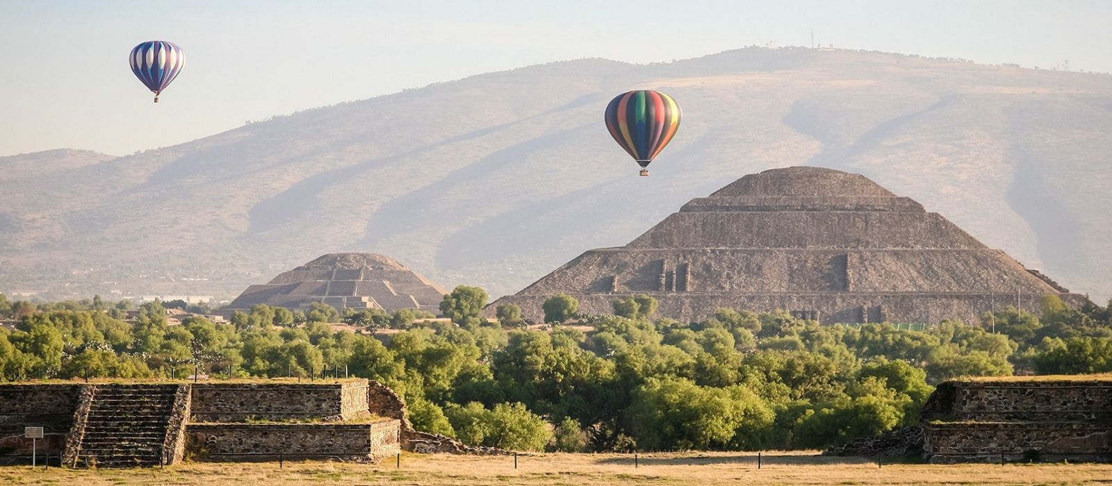 Hot air ballons over the pyramids of Teotihuacan in Mexico