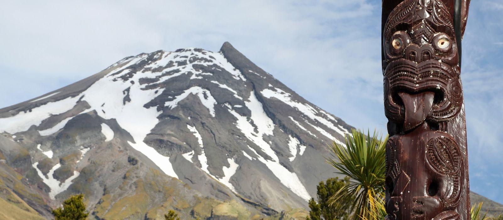 History of New Zealand - Maori statue