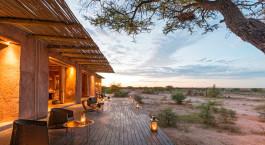 Terrasse des Onguma Plains Camp (The Fort) in Etosha (Anderson Gate), Namibia