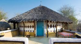 Außenansicht im Planet Baobab Hotel in Botswana, Kalahari Salzpfannen