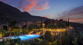 Außenansicht des Kasbah Tamadot Hotel in Hoher Atlas, Marokko