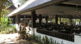 Abendessen auf der Terrasse des Legend Chiang Rai Hotel in Chiang Rai, Thailand
