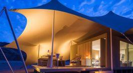 Enchanting Travels - Namibia Reisen - Hoanib Camp - Außenansicht bei Nacht