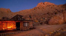 Außenansciht des Klein Aus Vista Eagle's Nest Chalets Hotel in Aus, Namibia