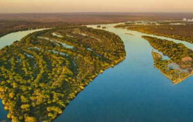 Flussdelta im Lower Zambezi Gebiet