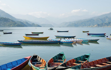 See mit Booten in Pokhara