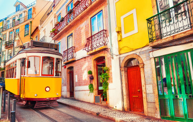 Portugal travel guide - Bica tram in Lisbon