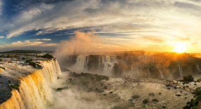 Iguazu Wasserfälle bei Sonnenuntergang
