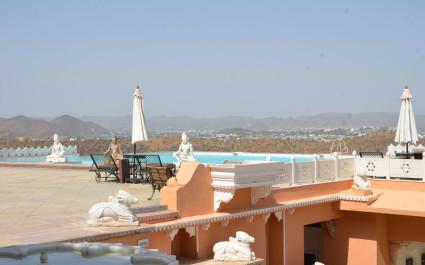 Aussicht von der Dachterrasse des Hotels Fateh Garh, Udaipur in Indien
