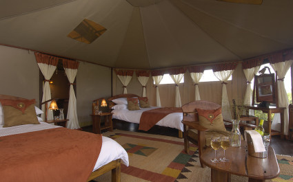 Innenansicht Safarizelt mit Betten