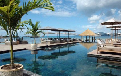Poolbereich im Le Domaine de L'Orangeraie Hotel in La Digue Island, Seychellen