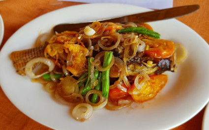 Nahaufnahme eines Fischgerichts in Myanmar