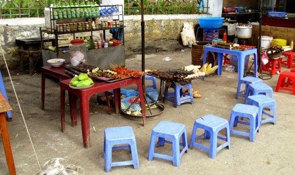 Ein Street Food Stand in Vietnam
