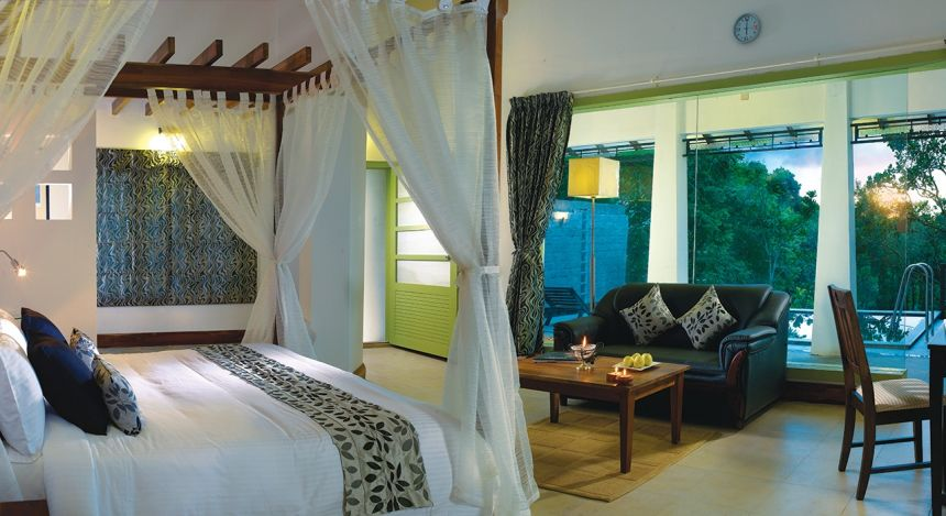 Enchanting Travels - South India Tours - Tekkady - Aanavilasam Luxury Plantation - Bedroom