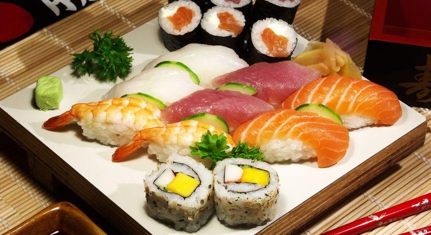 Japanisches Essen: Sushi und Maki