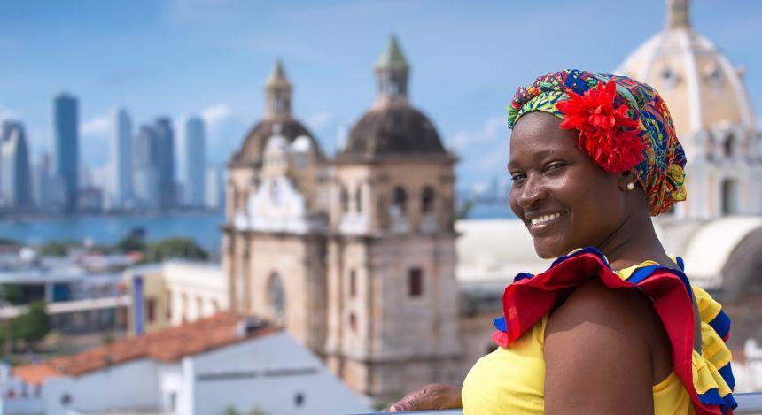 Kolumbien Reisebericht - kolumbianische Frau posiert für die Kamera