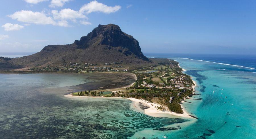 Luftaufnahme der Insel Mauritius mit ihren Stränden