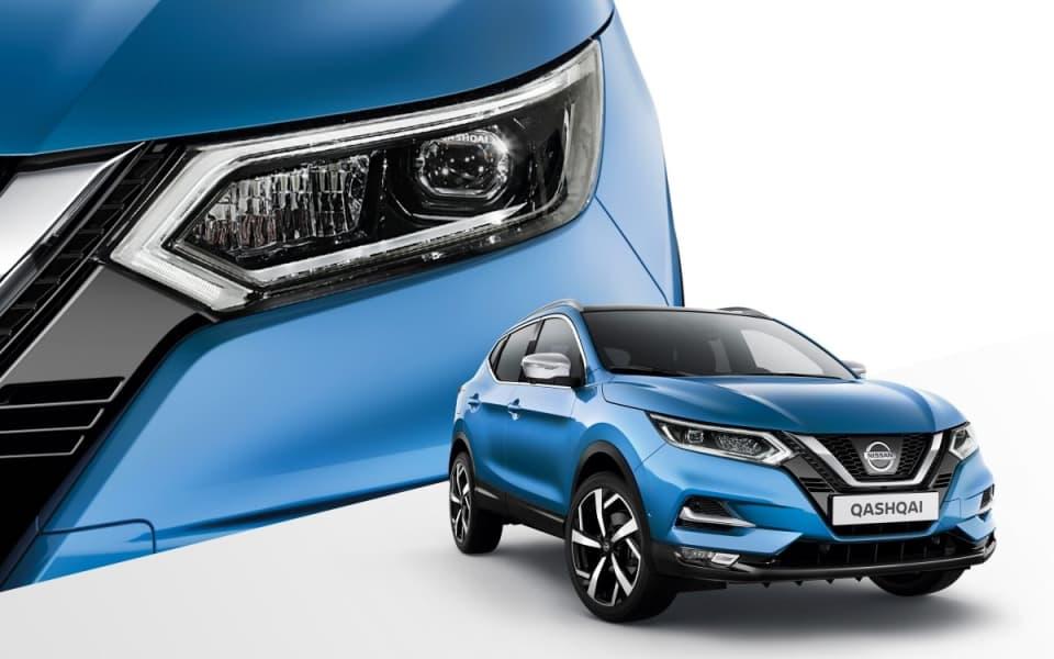 Blå Nissan Qashqi sett forfra med detaljert utsnitt av lykten