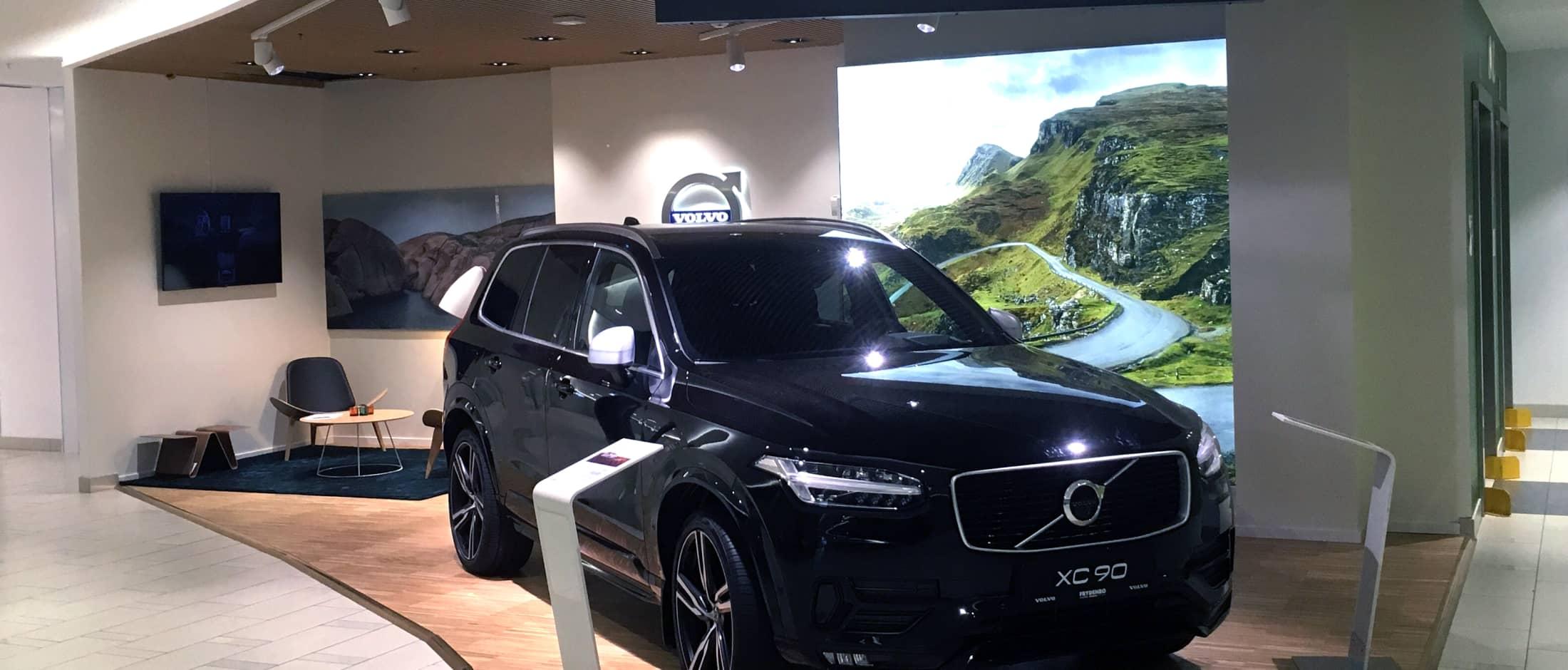 Frydenbø er på Sartor Senter i sitt showroom hvor vi her har en XC90 på display.