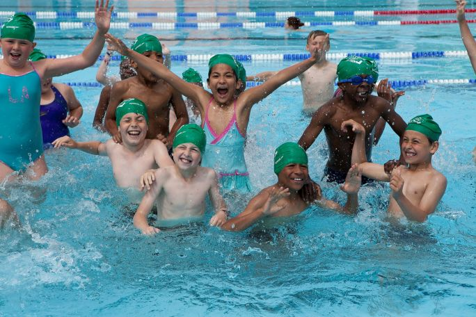 Kids_swimming_Charlton_Lido.jpg