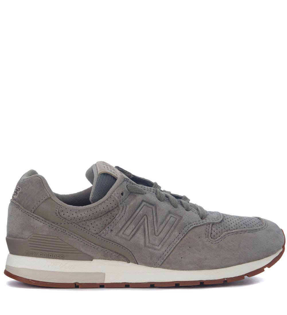 Sneakers, Grigio