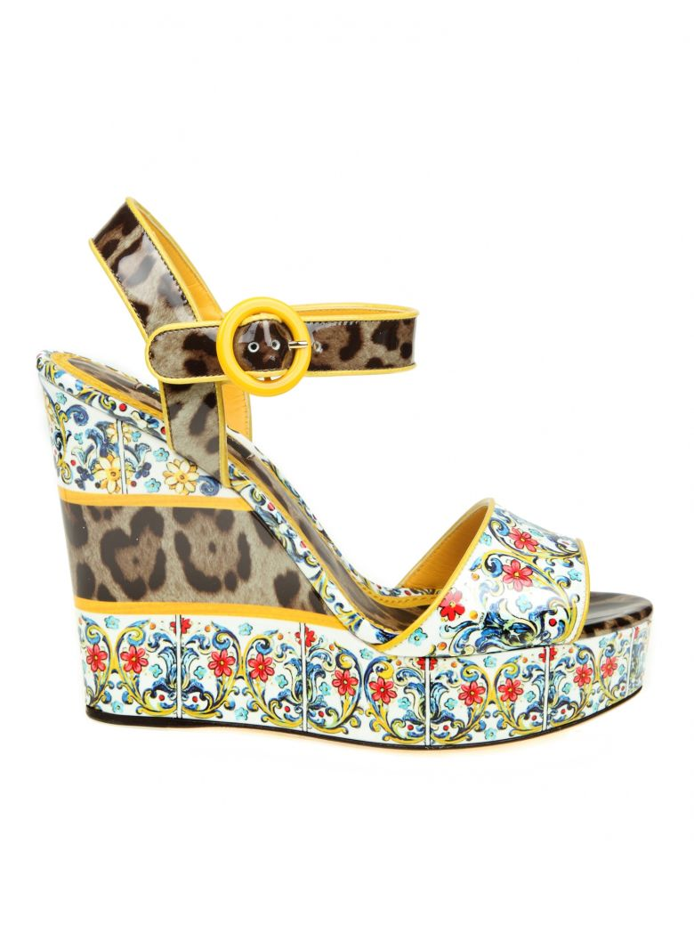 SANDAL WITH PRINTED PATENTED WEDGE