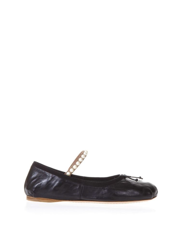 Lambskin Ballet Laces Shoes With Pearls in Black