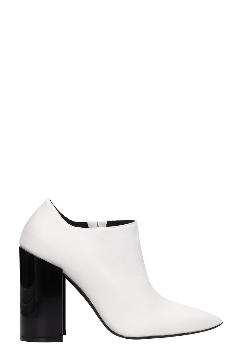 ARCOSANTI White Leather Ankle Boots