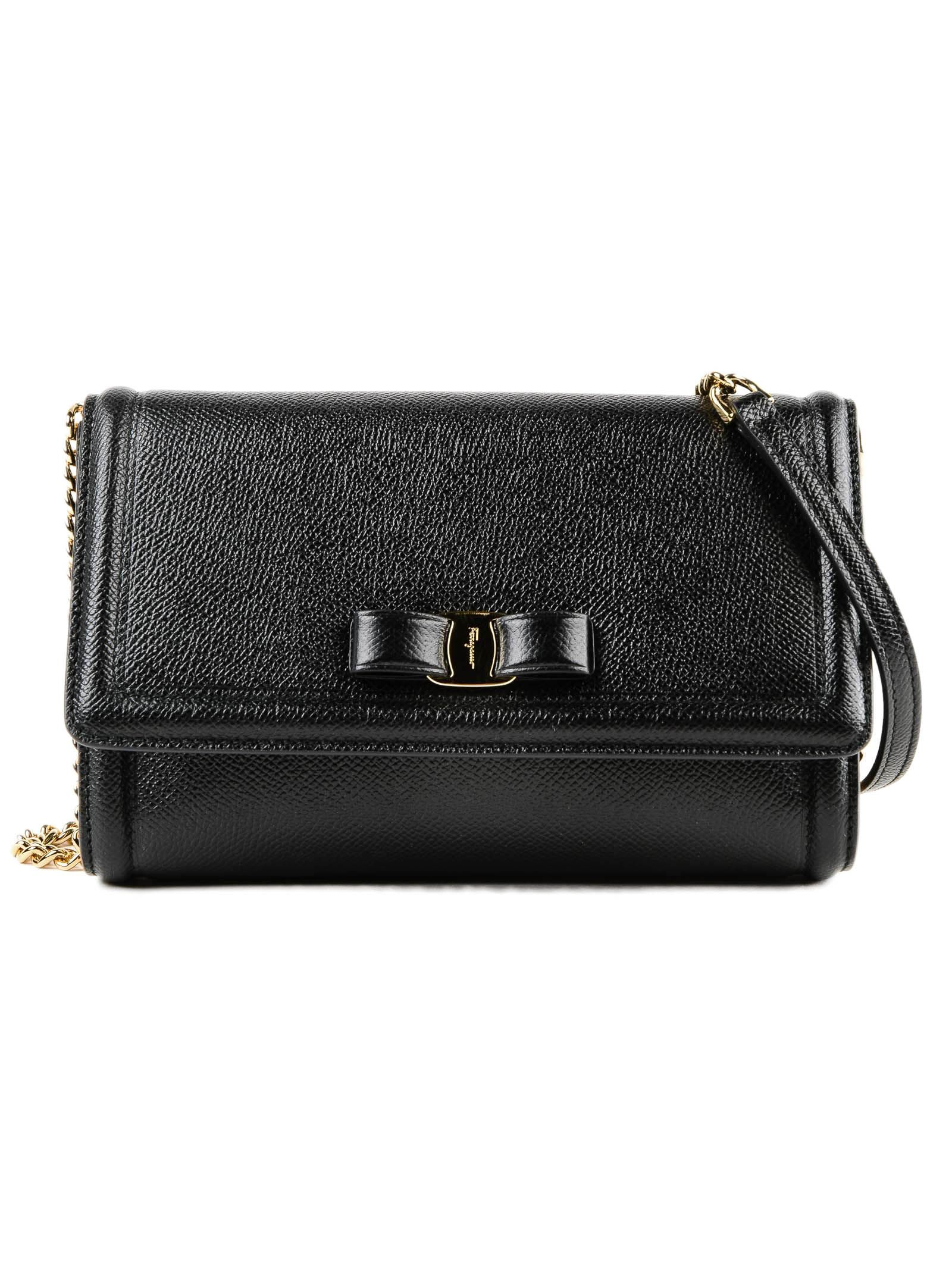 df1e74894f7e Salvatore Ferragamo Vara Shoulder Bag - Nero ...