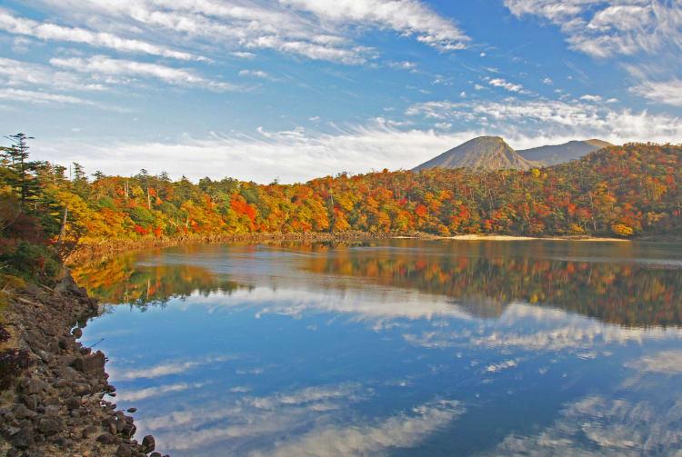 Mt. Karakuni-dake Ebino Plateau-autumn leaves