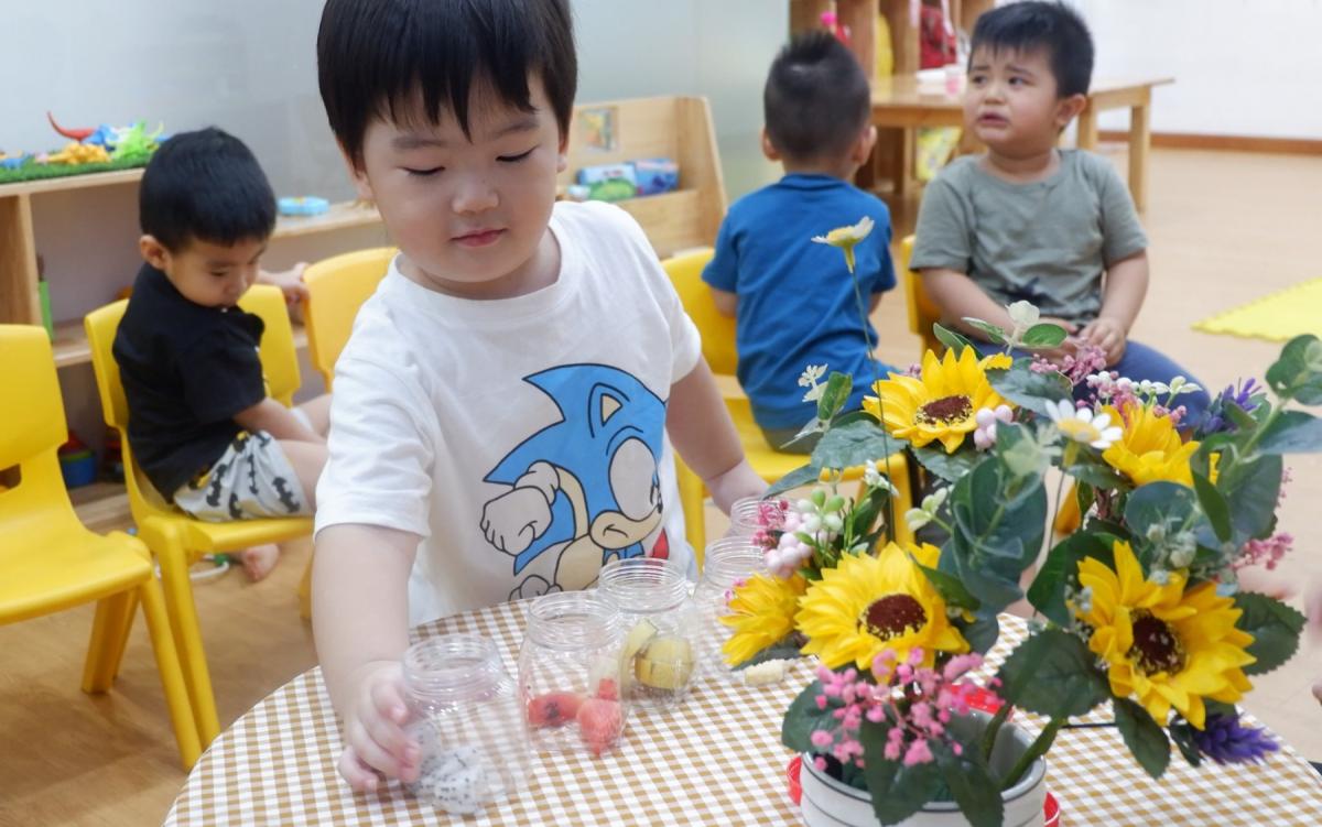 Thử mùi vị trái cây: Bài tập phát triển vị giác cho bé