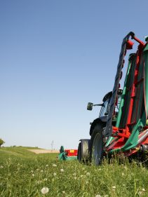 Kverneland 5087 M - 5095 M butterfly combination, for a relative small tractor