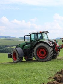 Kverneland EG LB travelling compact above ground, dragged by tractor