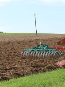 Kverneland EG LB efficient plough for medium to heavy soils, great range of accessories
