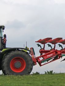 Kverneland LO transported compact, above ground dragged by tractor