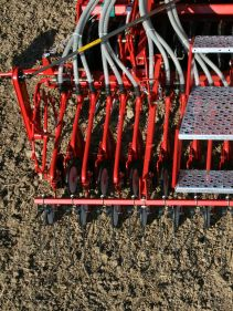 Kverneland DA, light weighted cultivator mounted seed drill for harrows