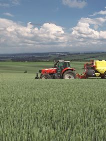 Kverneland iXtrack A and B, on field easy operation and up to 2800 litre tank