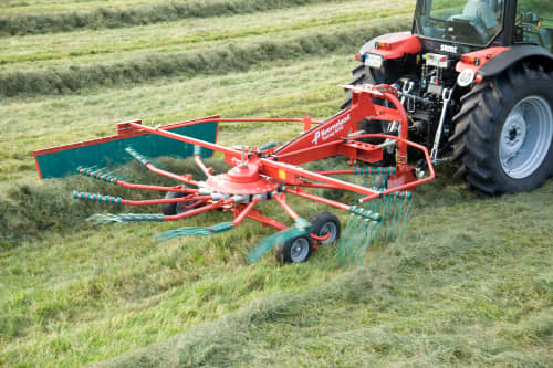 Single Rotor Rakes - Kverneland 9542 - 9546, hydrolift provides great opportunity for different field options