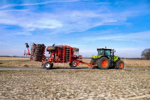 Kverneland u-drill, universal seed drill combination - seedbed preparation and levelling