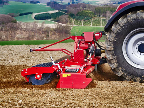Kverneland F30 meant for large scale harrowing, performs efficient even with low weith