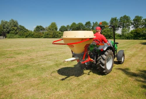 pendulum spreaders - vicon superflow ps225 multi-functional spreader, compact and optimal for small fields and areas